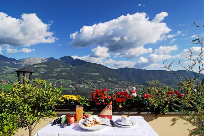Aktuelles Dorf Tirol bei Meran